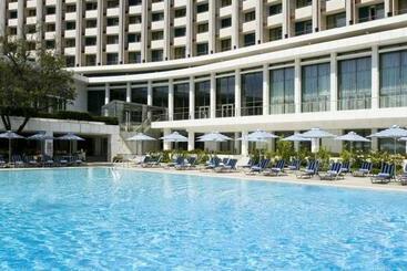 Atenas (mais vendido): Hilton Athens 5* desde 85€ por noite/pax (10 abr - 11 abr) [opção voos incl.]
