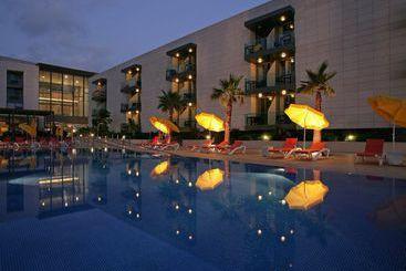 Funchal (melhor preço): Golden Residence 4* desde 34€ por noite/pax (07 jan - 08 jan) [opção voos incl.]