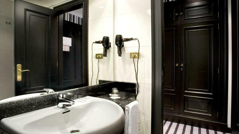 Bathroom Hotel Clarin Oviedo
