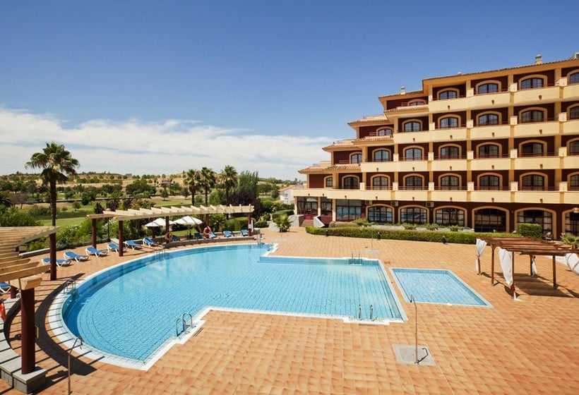 Swimming pool Hotel Ilunion Golf Badajoz