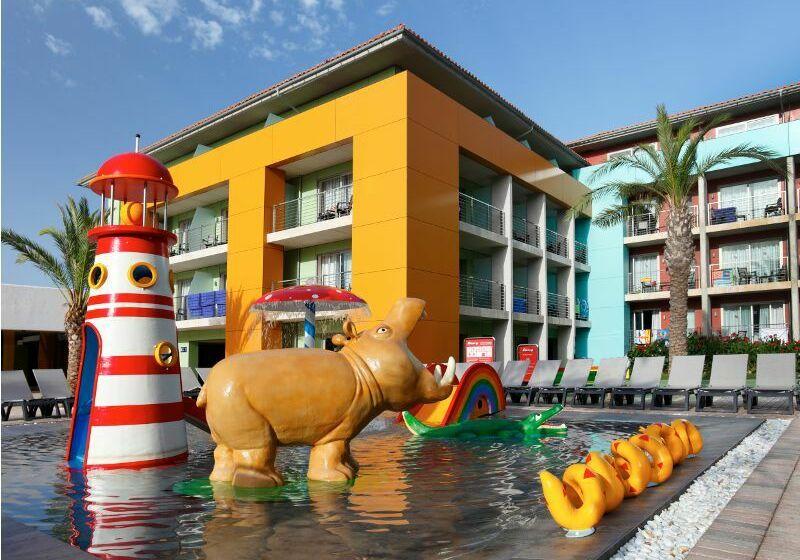Swimming pool Hotel Barceló Pueblo Menorca Sant Lluis