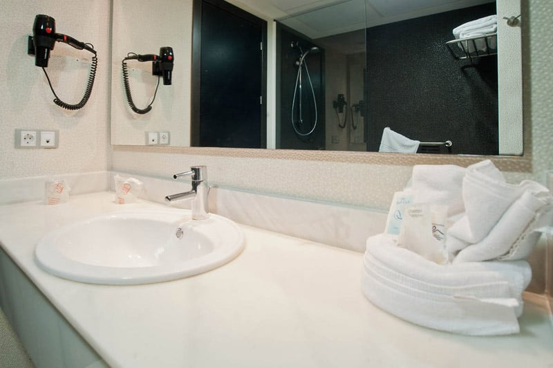 Bathroom Hotel Pato Amarillo Punta Umbria
