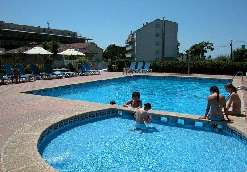 Swimming pool Hotel Ton Sanxenxo