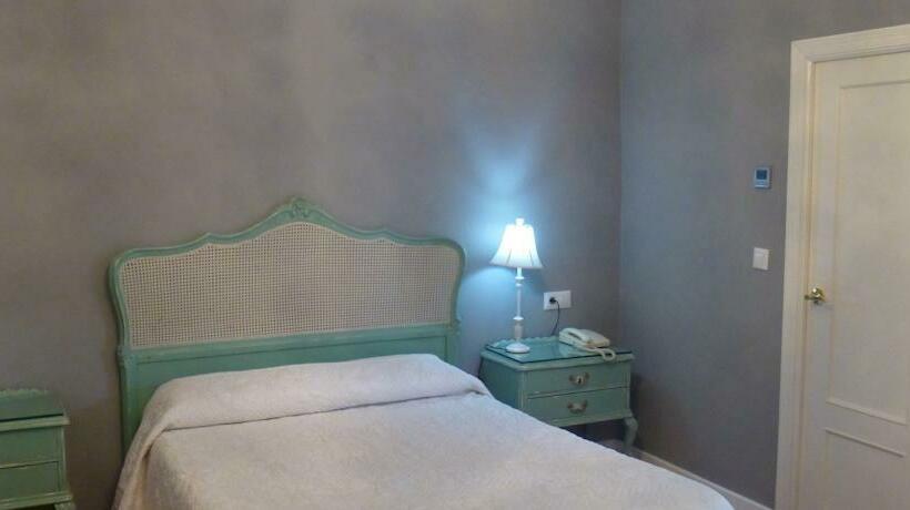 Room Inn Le Petit Paris Seville