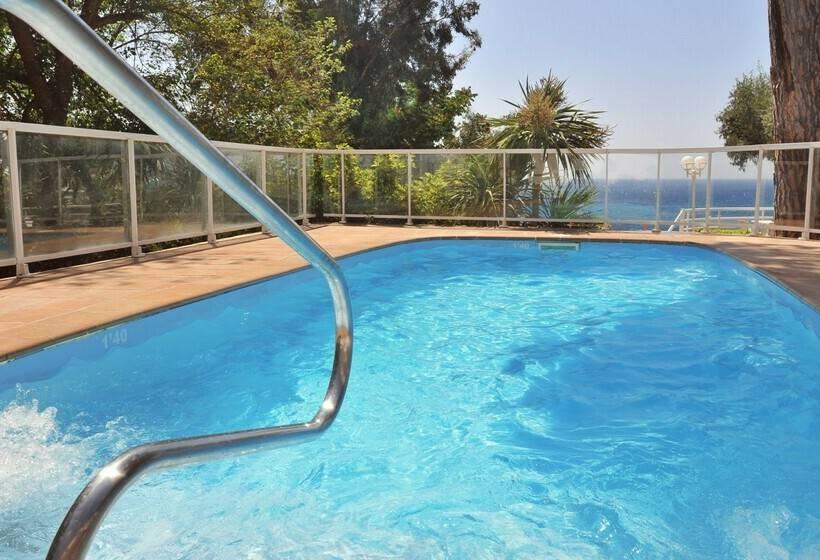 Swimming pool Hotel GHT Xaloc Platja d'Aro