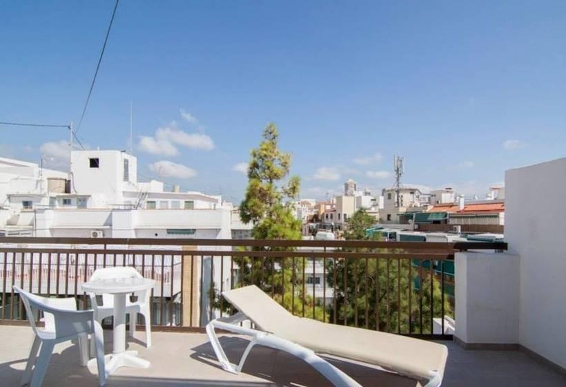 Hotel montesol benidorm las mejores ofertas con destinia for Oferta hotel familiar benidorm