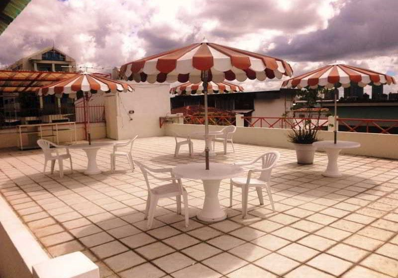 Hotel Sundeck Suites Port of Spain