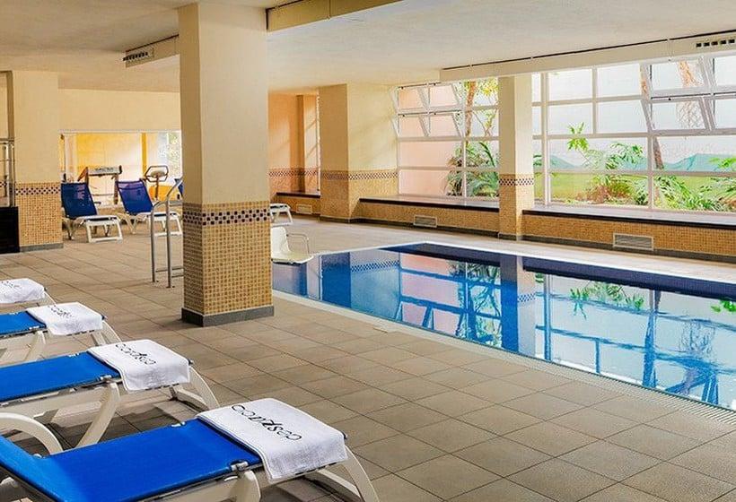 استخر هتل H10 Salauris Palace سالو
