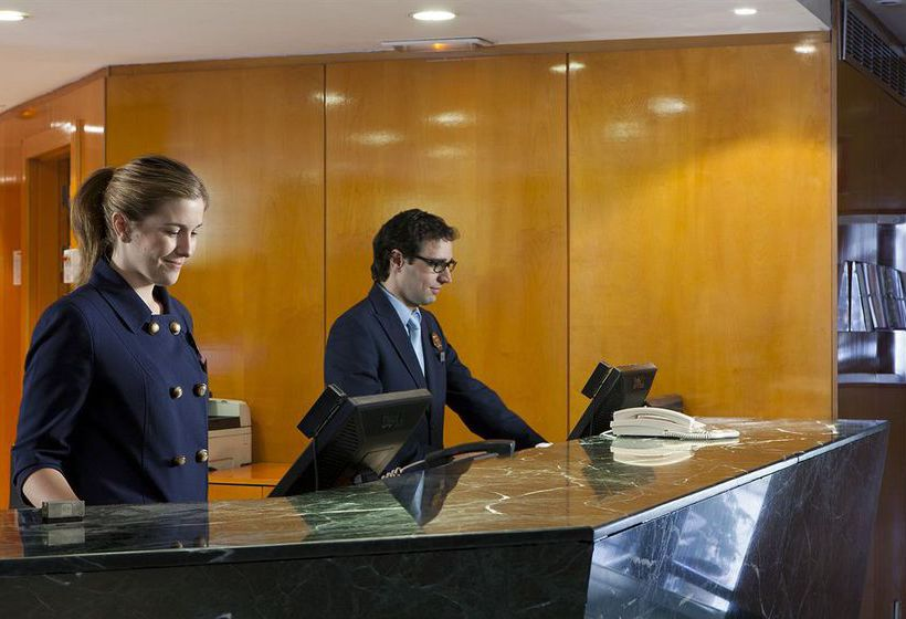 Front desk Hotel Leonardo Madrid City Center