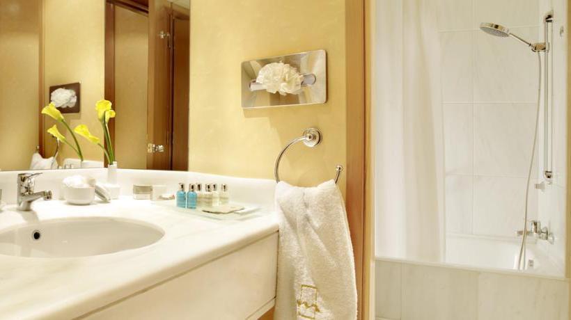 Bathroom Hotel Metropolitan Athens
