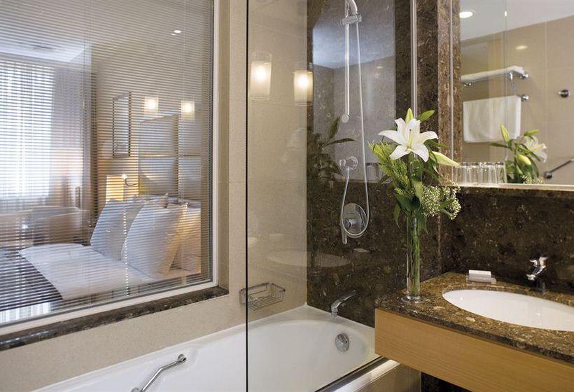 Bathroom Mövenpick Hotel Istanbul