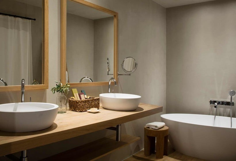 Bathroom Hotel Peralada Wine Spa & Golf