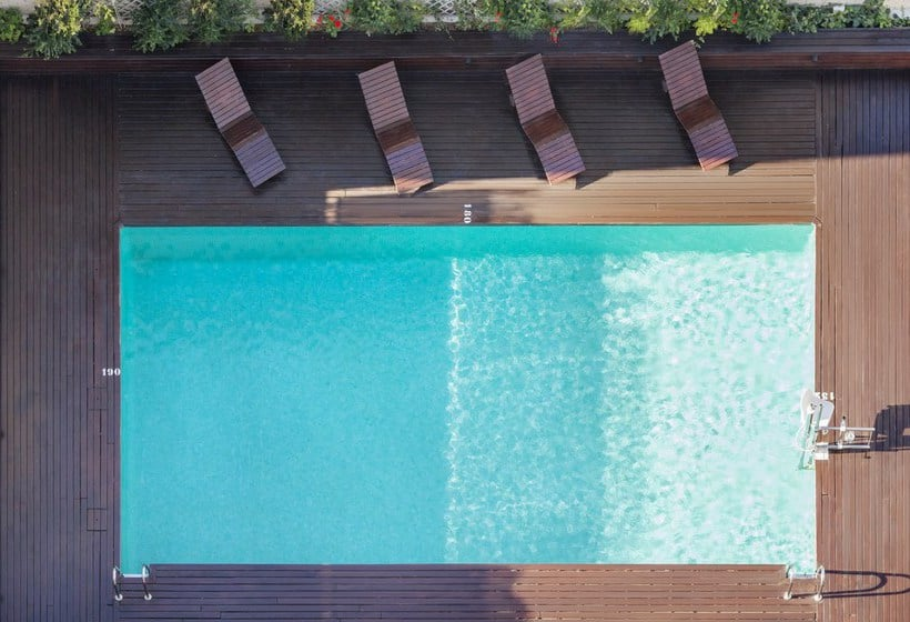 Piscina Hotel Ilunion Valencia 4