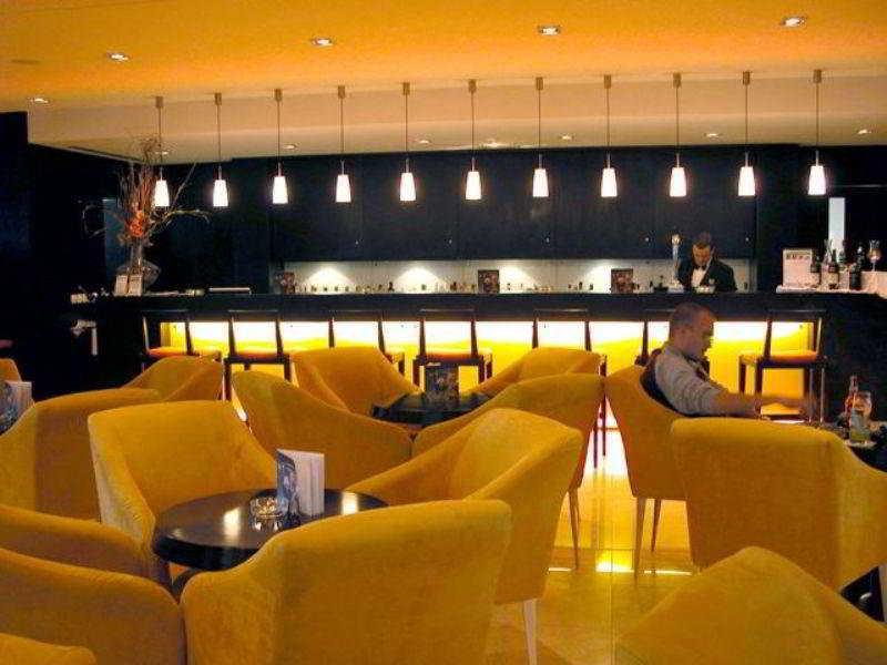 کافه هتل Royal Garden Ponta Delgada