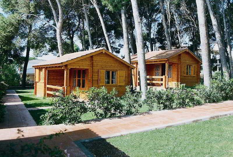 Bungalows camping la llosa en cambrils destinia for Camping en leon con bungalows y piscina