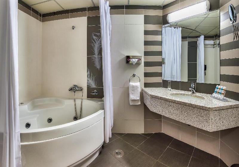 Bathroom Hotel Athens Cypria