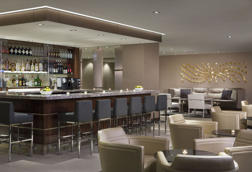 Staying at the designer Four Points Sheraton Montreal guests will find Underground City a few steps away. Behind the royal facade of Four Points Sheraton Montreal lies European interior. The property is 20 minutes' walk from center of Montreal.