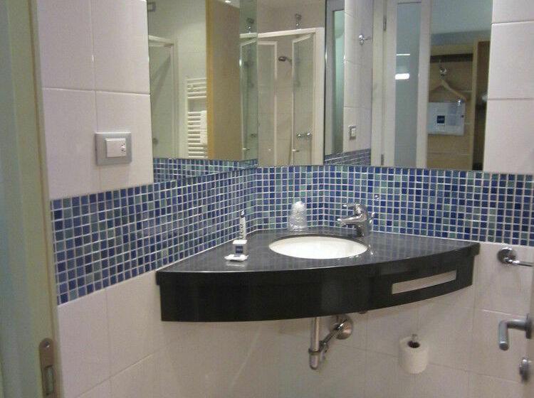 Bathroom IH Hotels Milano Gioia