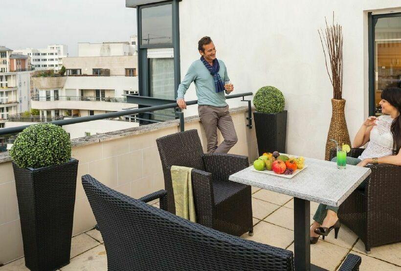 Appart'hôtel Residhome Courbevoie Parc du Millénaire