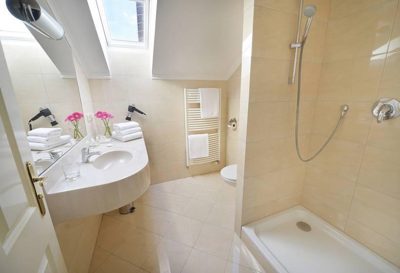 Bathroom Hotel Angelis Prague