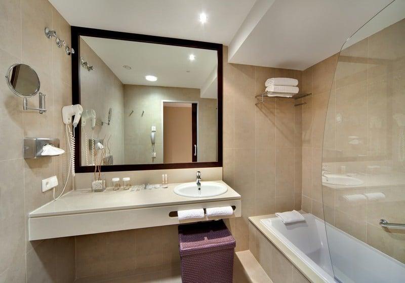 Bathroom Hotel Barceló Cádiz Cadiz