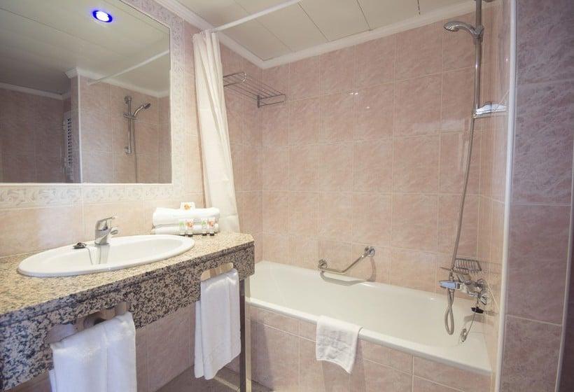 Cuarto de baño AzuLine Hotel Coral Beach Es Cana