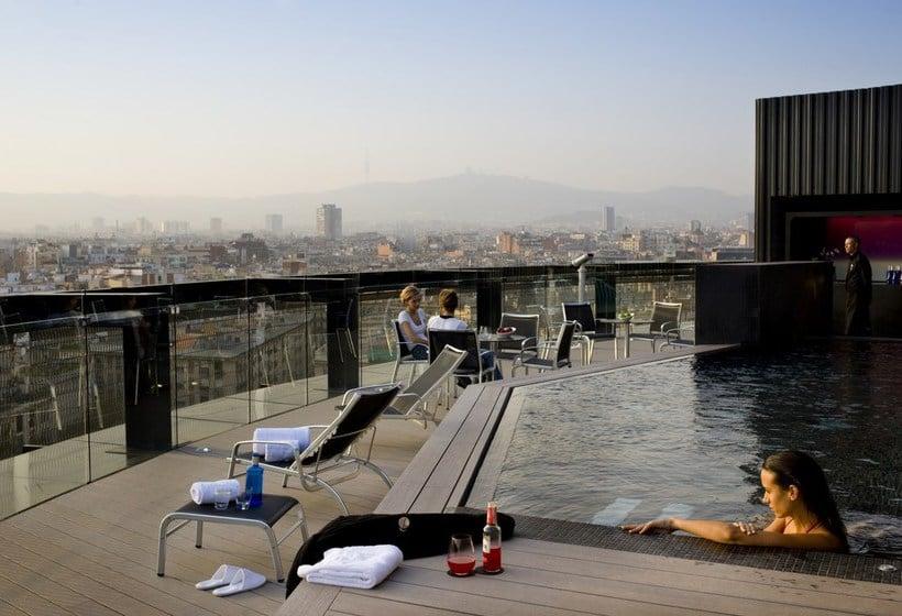 Swimming pool Hotel Barceló Raval Barcelona