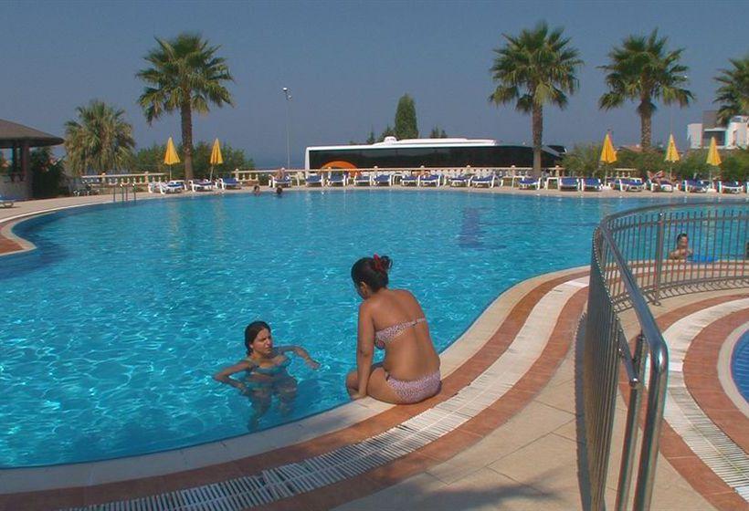Hotel royal palace kusadasi en kusadasi destinia for Piscina 29 de abril telefono