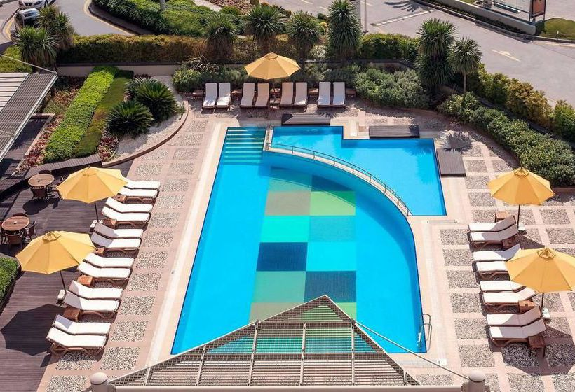 Swimming pool Novotel Istanbul City West