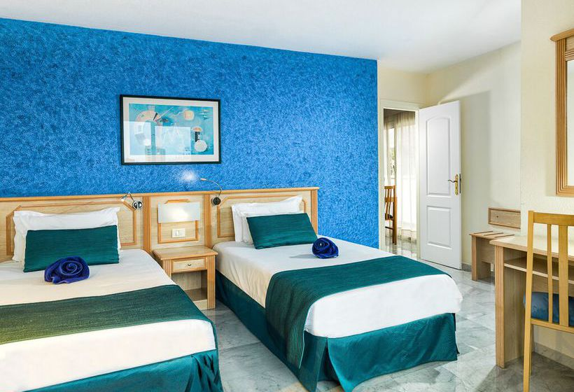 Apartamentos marola portosin en playa de las am ricas for Habitacion familiar tenerife