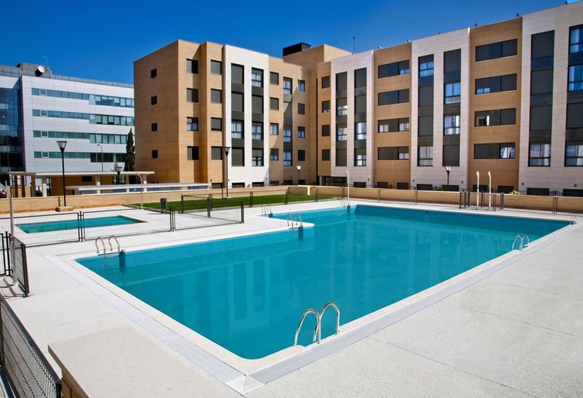 Swimming pool Aparthotel Compostela Suites Madrid