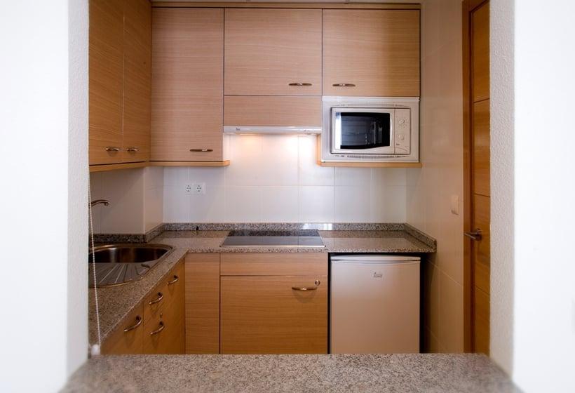 Cuisine Aparthotel Compostela Suites Madrid