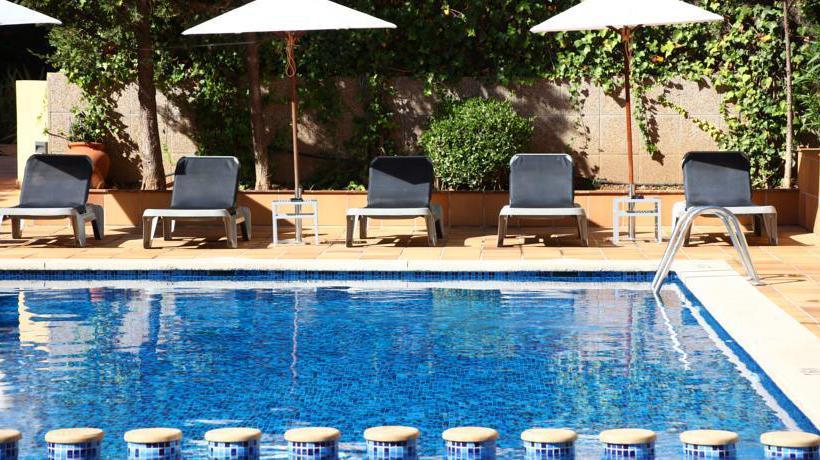 Swimming pool Apartamentos Jade S'Arenal