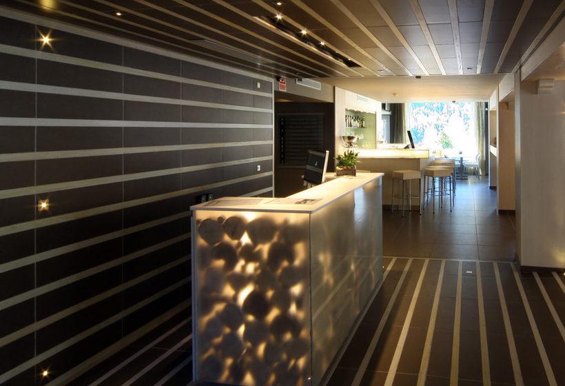 Front desk Hotel Xalet Bringue El Serrat