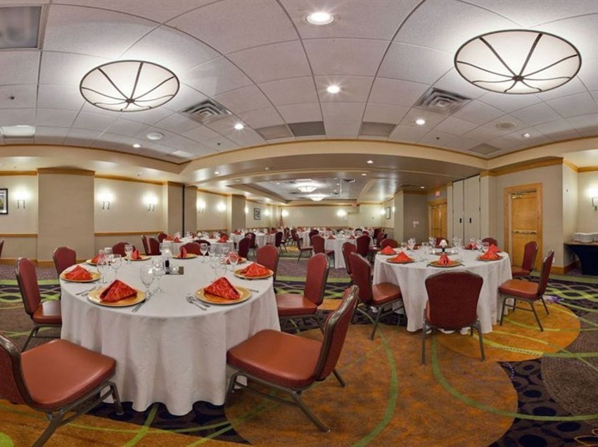 Restaurant Hotel Holiday Inn Clark  Newark
