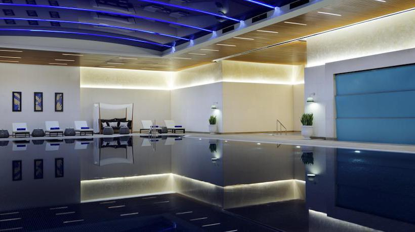 Swimming pool Istanbul Marriott Hotel Sisli
