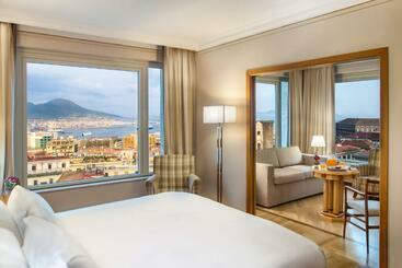 Renaissance Naples Mediterraneo - נאפולי