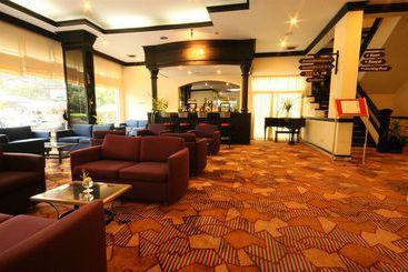Louis Tavern - Bangkok