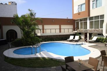Hotel El Grand Marquez