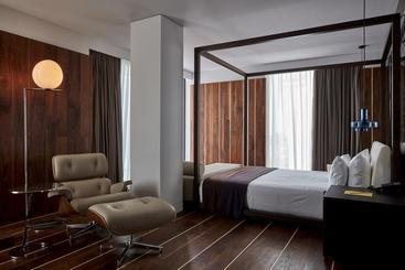 Sir Joan Hotel -