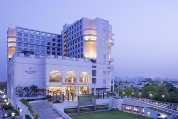 Piccadily Hotel New Delhi - Нью-Дели