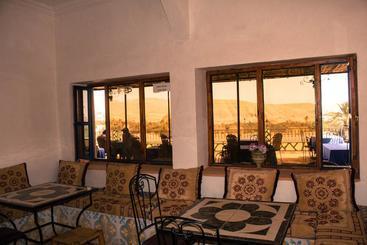 Hotel kasbah hajja en ait benhaddou destinia - Hostal el jardin benidorm ...