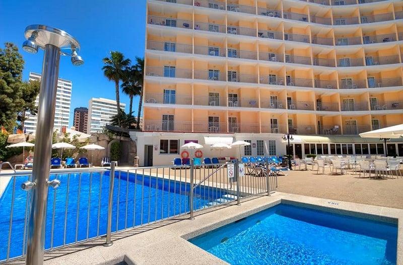 Hotel servigroup rialto en benidorm destinia for Piscina climatizada benidorm