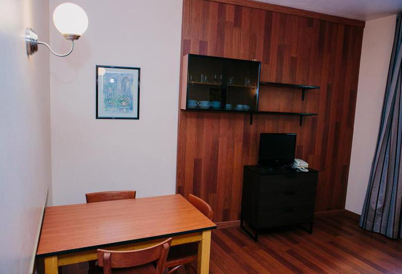 Apartamentos augusta en barcelona desde 24 destinia - Apartamentos en barcelona vacaciones ...