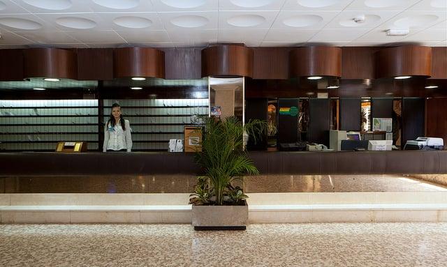 Recepción Hotel H Top Molinos Park Salou