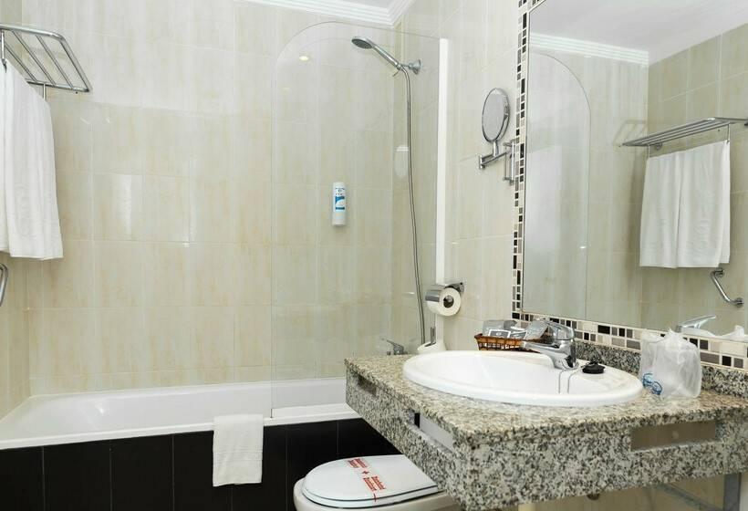 Cuarto de baño Hotel Roc Marbella Park