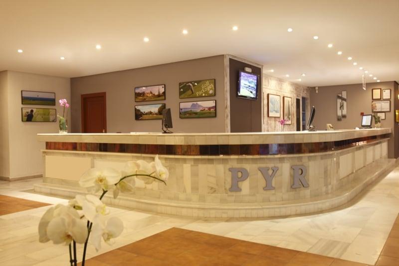 Recepción Aparthotel PYR Marbella