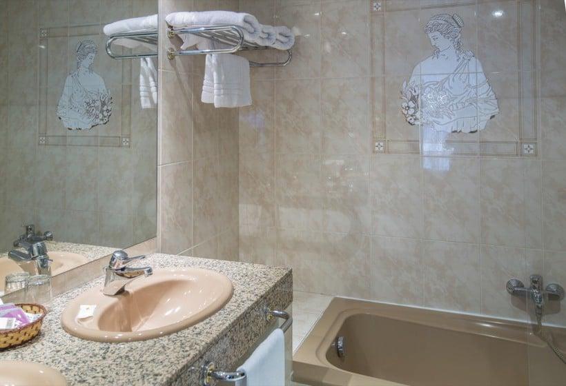 Cuarto de baño Hotel Imperial Atiram Sant Julia de Loria