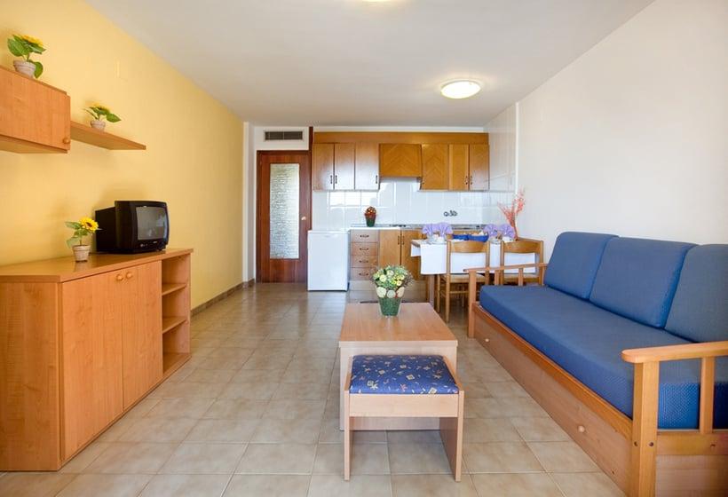 Aparthotel voramar en cambrils desde 17 destinia for Appart hotel 45