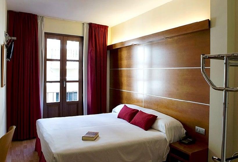 Hotel Puerta De Las Granadas En Granada Destinia